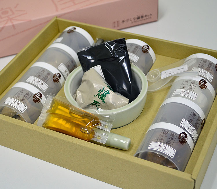 手作り応援します!自分で作る練香薫物屋香楽 「手作り練香キット」トラディショナル/NKK-T-19種の香りと練香作りのためのお道具セット*