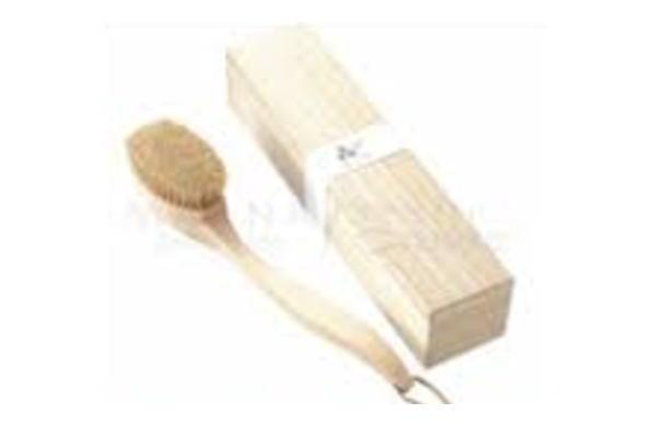 びょう 柄付きボディブラシ♪樹齢200年以上の木曽ひのきを贅沢に使用しました。♪【】【5 】【大人気】