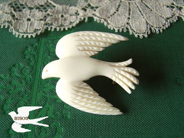 Bird brooches lightly and kotori to sculpture / water buffalo bone brooch 53