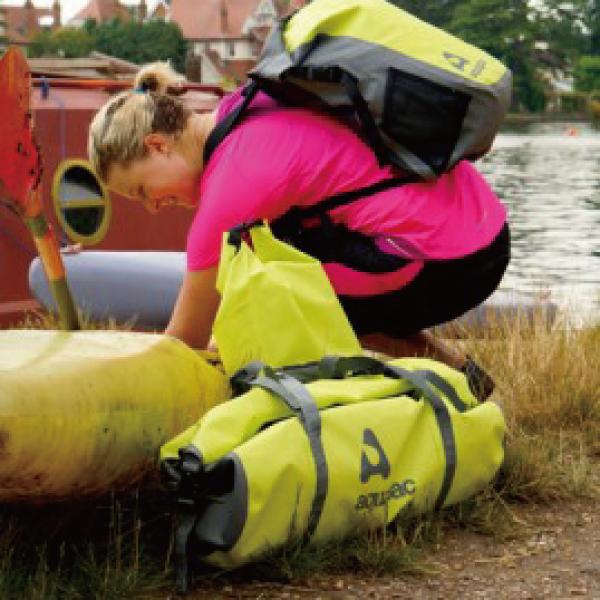 送料無料aquapac 723 TrailProofダッフルバッグ(70L)完全防水アクアパックショルダーストラップ付きドライバッグ 防水・防塵・防砂・防油・防汚登山やハイキングやウォータークライミングに!