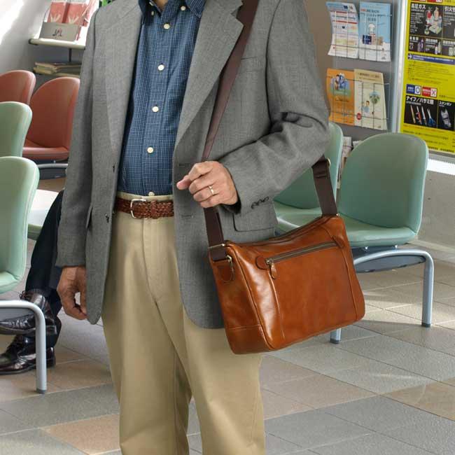 送料無料 BLAZER CLUB オイルヌメ革 ショルダーバッグ メンズ ビジネスバック 牛革 本革 33cm B5F 日本 豊岡製 紳士用 男性用 かばん カバン 鞄 16286