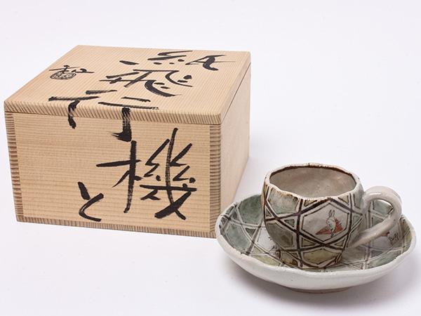 滝口和男 作 紙飛行機とコーヒーカップ takiguchi-01お茶のふじい・藤井茶舗