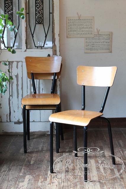 N215 フランスの古い スタッキングスクールチェア・椅子