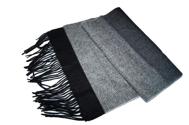 コムサイズム COMME CA ISM マフラー ウール100% お金を節約 ブラック 黒 グラデーション 保温 安全 ヘリンボーン 防寒 冬物 メンズ