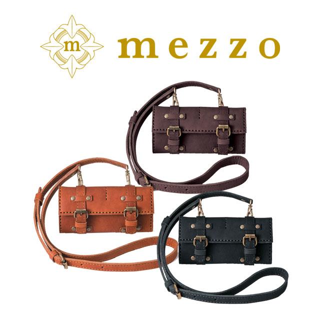 メゾ 革 ウォレット 財布にストラップをつけたレトロ感が溢れるアイテム。