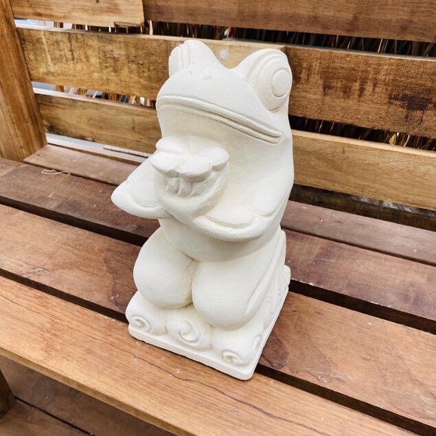 石像 花持ちカエル オブジェ パラス石 H31cm【石 飾り 石の彫刻 オーナメント ガーデン 庭 バリ アジアン雑貨 インテリア 置物 】