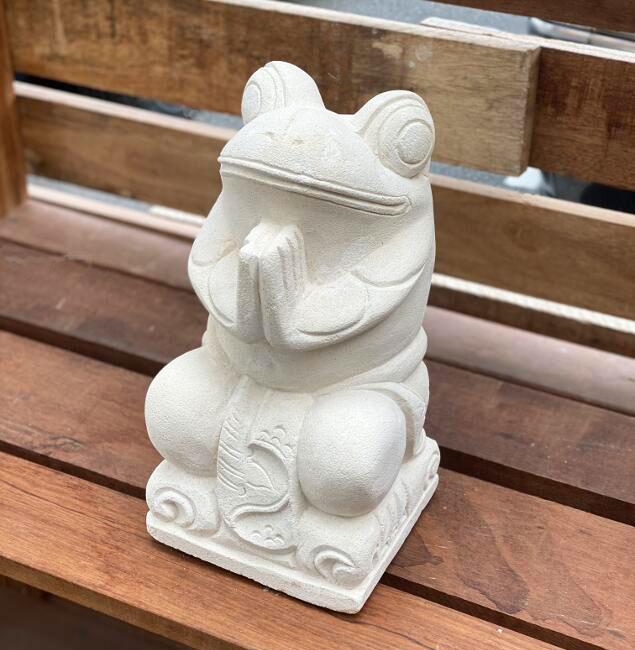 石像 お祈りカエル オブジェ パラス石 H31cm【石 飾り 石の彫刻 オーナメント ガーデン 庭 バリ アジアン雑貨 インテリア 置物 】