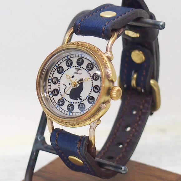達磨(だるま)手作り腕時計 「本藍」レディース [DWL0001-01] 時計作家・ARKRAFT 新木秀和コラボ ハンドメイドウォッチ・ハンドメイド腕時計 和時計 草木染め 本藍染め 本革ベルト 和風 和柄 真鍮 猫 ねこ 青 ブルー クオーツ アンティーク調 レトロ アナログ 日本製 国産