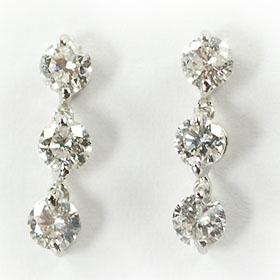 ダイヤモンド ピアス スリーストーン K18WG・ダイヤ0.6ct(鑑別書カード付) スリーストーンピアス