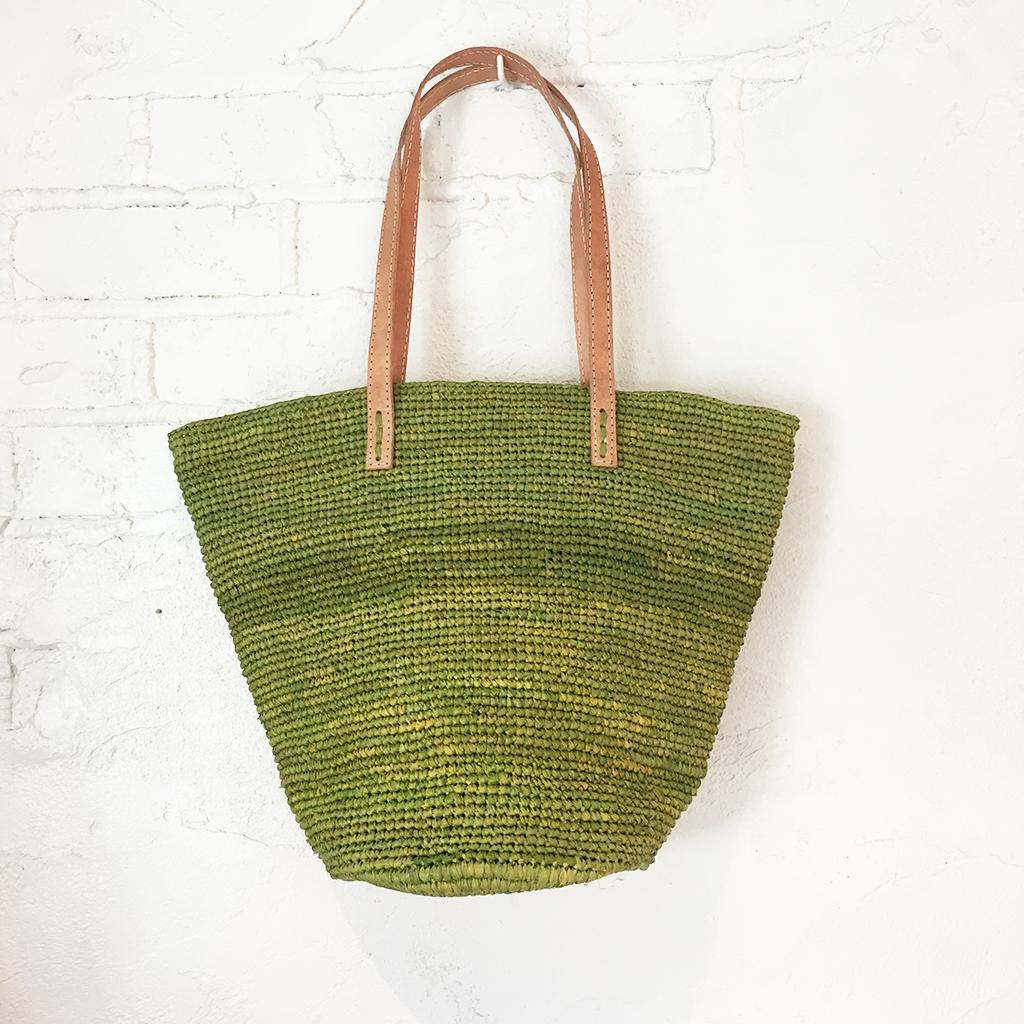【マダガスカル産天然ラフィア製】【更に稀有なマダガスカル現地生産】<ラフィアトートバッグ(Green)><夏にぴったりのかごバッグ>
