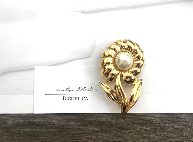 【NINARICCI】ニナリッチヴィンテージブローチv1298 UEDS中古品 年代物 花 パール 真珠【DIGDELICA】