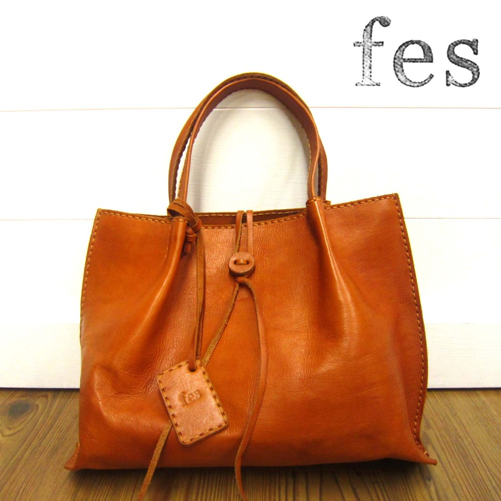 79f29485c13af Other than the pretty stylish popular brand commuting genuine leather tote  bag Valentine chocolate which cow ...