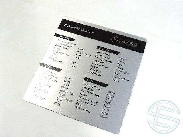 【送料無料】 メルセデス AMG 2016年 オーストリアGP 支給品 タイミングボード (海外直輸入 F1 非売品USEDグッズ ベンツ)