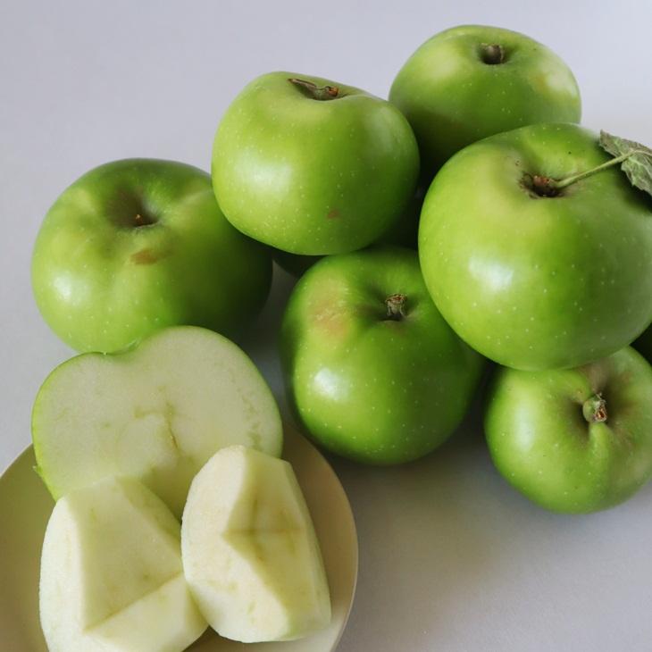 ジャムやアップルパイ 肉料理など色々なお料理に使える希少な品種 ショッピング ふるさと納税 クッキングアップル 約3kg 希少りんご 贈呈 ブラムリー