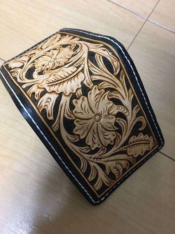 【ふるさと納税】a65-001 本革フルカービング二つ折り財布