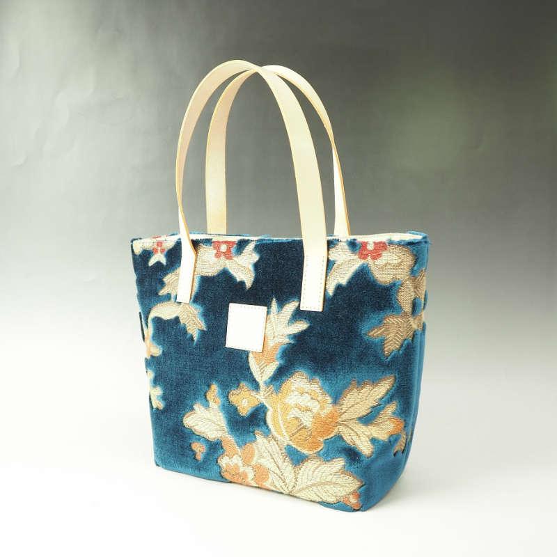 金華山織りと呼ばれる特殊なパイル生地を贅沢に使ったハンディートートバッグです ふるさと納税 伝統の技が息づく逸品 全品送料無料 金華山織り ブルー 大規模セール トートバッグ