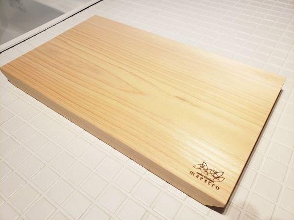 【ふるさと納税】ギフトにおススメ!紀州ヒノキ(一枚板) カッティングボード 手掛付 家具職人カンナ造り