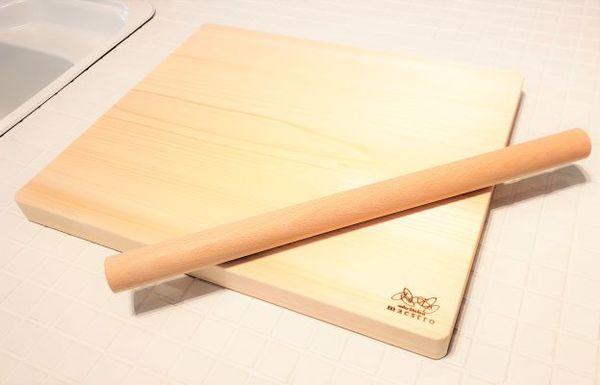 【ふるさと納税】手作りパン・ピザ・お菓子作りに最適!家具職人が造る紀州ヒノキ(一枚板)の木製ボード&めん棒