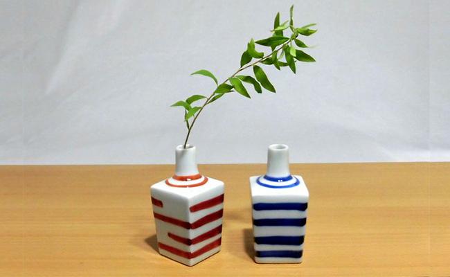 A10-82【ふるさと納税】可愛いミニ花瓶2個セット(ボーダー・青&赤) 深海三龍堂
