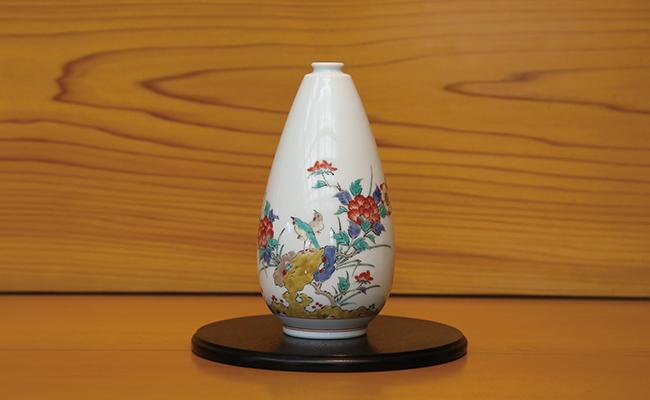 A200-27【ふるさと納税】柿右衛門窯作 一輪生(釣鐘形) 岩菊文