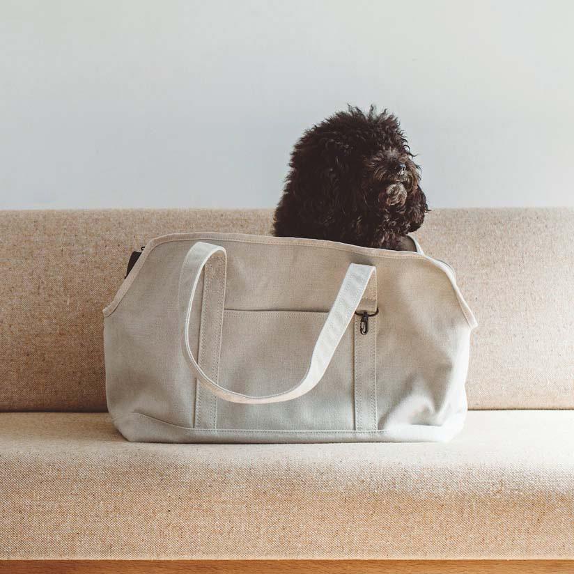 【犬 キャリーバッグ】リネン好きにはたまらないナチュラルテイストに仕上がりました。長く使用することでネコにも人にも馴染んでいく、そんな時間をお楽しみください。 【犬 キャリー】スクエア トート リネン ソリッド Lサイズ犬 ドッグ dog いぬ 犬用バッグ キャリー バッグ キャリーバッグ クレート かばん 鞄 おしゃれ シンプル 日本製  キャバリア ジャック ボストン 柴 お迎え パピー
