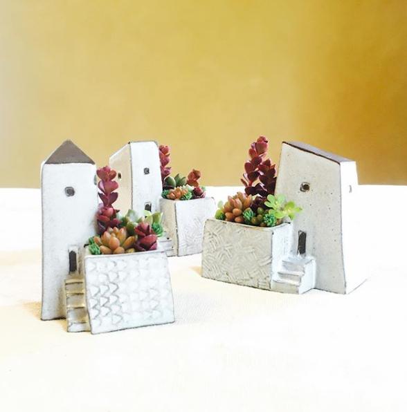 開催中 アイテム勢ぞろい おうち型の花瓶 福岡の陶芸家 てのにわさんの おうち の花瓶 鉢 陶器 花瓶