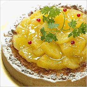 冷蔵 当店一番人気 ホール ケーキ ホールケーキ でお届け 売店 バースデーケーキ レッドペッパーがアクセントです パイナップル ココナッツ の タルトバースデーケーキ アナナ タルト φ18cm ココ 誕生日ケーキ