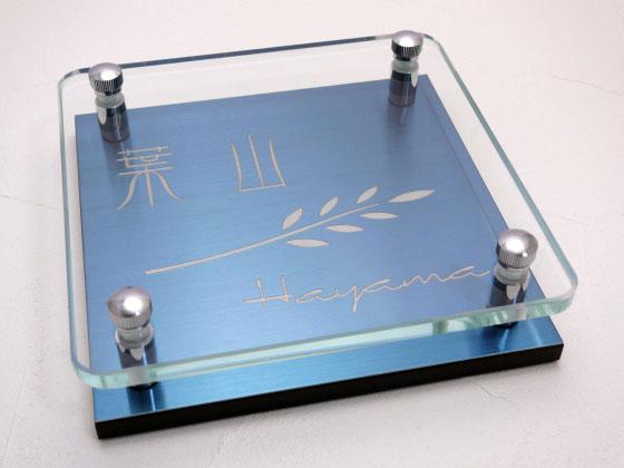 表札 戸建 ガラス プラチナブルーステンレス メタル彫りタイプ 正方形 150角 二世帯可 文字色 書体 レイアウト変更可 玄関 門柱 モダン かっこいい