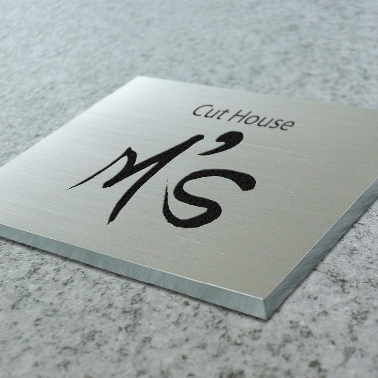 看板〈ステンレス製〉本格的腐食、焼付塗装の箱曲げ看板。H290mm×W430mm×15t=136坪[サイズオーダー可能]