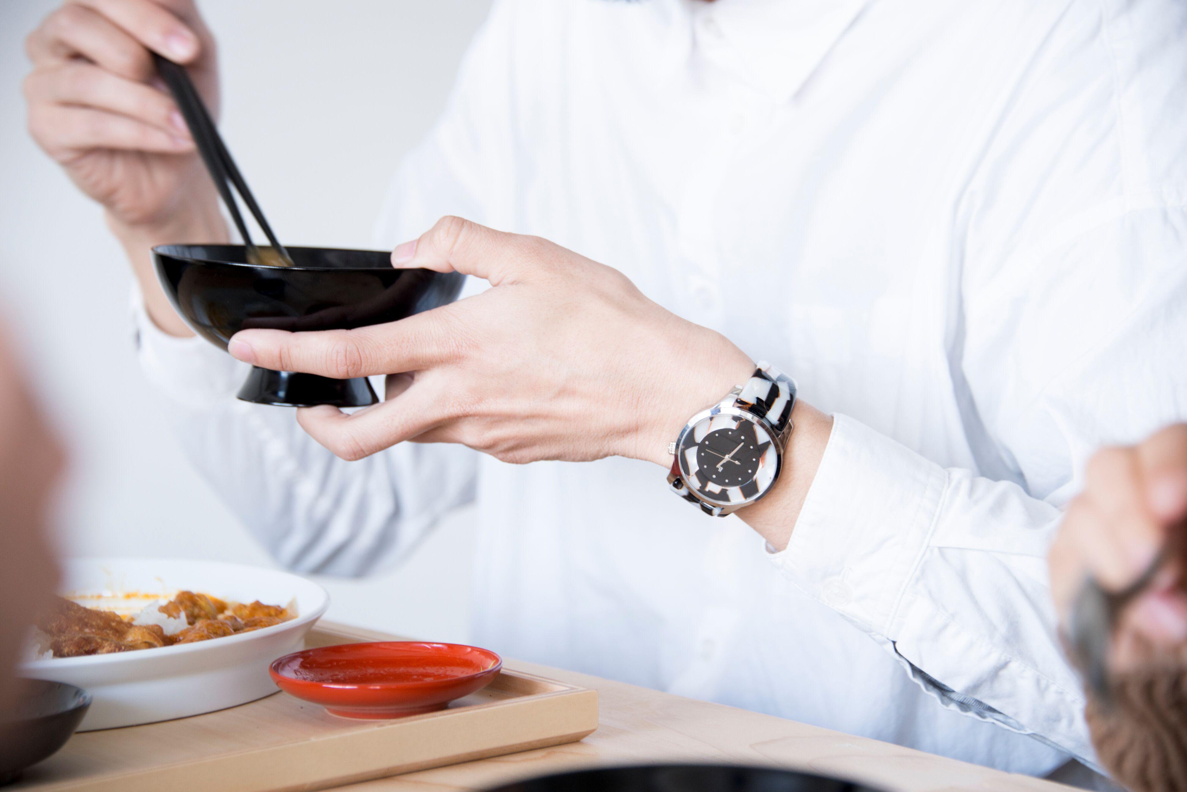 IGATTA COLLETTI バングルウォッチ メンズ 日本製クォーツ [ホワイトモザイク] 鯖江製 腕時計 高級眼鏡素材 漆塗り IM-001