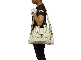 有古驰GUCCI★包(手提包)190256 BCC8V象牙竹子回转锁头的皮革手提包(有肩膀)黄金金属零件非常便宜!女子的名牌促销邮购SALE通勤2014母亲节YR限定价格背