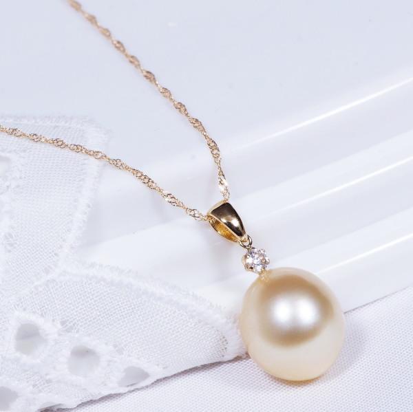 ギフト特別奉仕品 18金南洋白蝶貝真珠ダイヤペンダントネックレス(ゴールデンカラー)