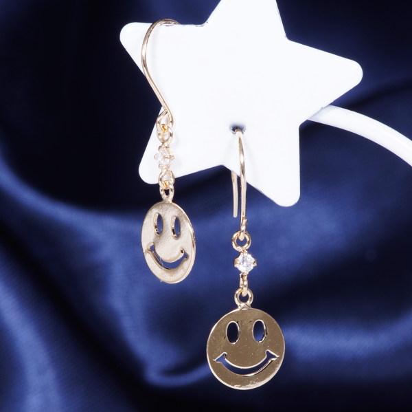 ギフトおすすめ 耳元を飾る素敵なピアス18金キュービックジルコニアデザインピアス 197158