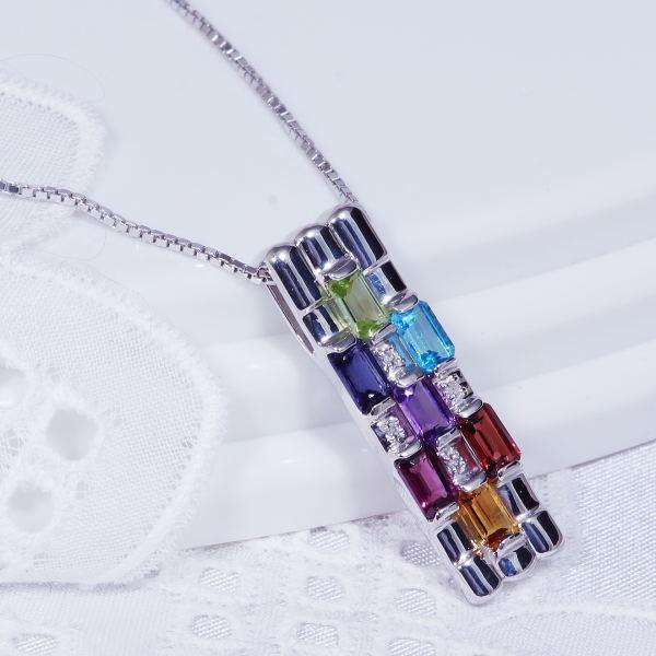 ギフトおすすめシルバーアミュレット&ダイヤデザインペンダントネックレス(スクエアカット)