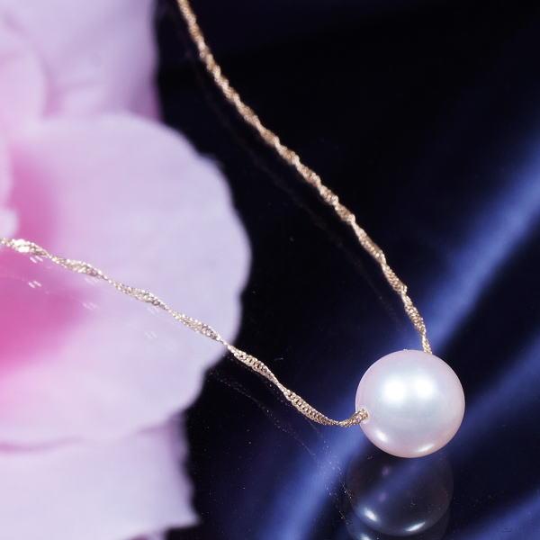 ギフトおすすめ 18金 大珠8mm珠上質あこや真珠 ペンダントネックレス 43cm