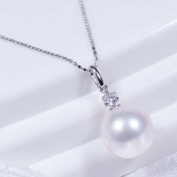 あこや真珠・ダイヤ ペンダントネックレス 大珠8.5mm珠【照り珠】プラチナ45cm フリーアジャスター特別奉仕品