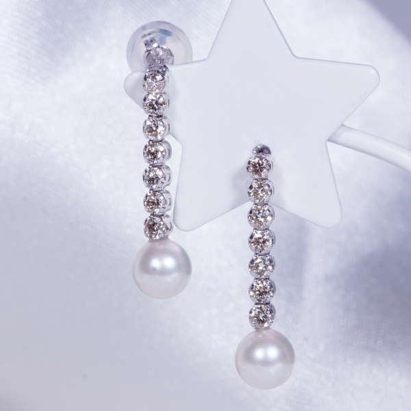 モダンで素敵なピアス!18金ホワイトゴールド あこやベビー真珠 ダイヤ デザイン ピアス TE2087