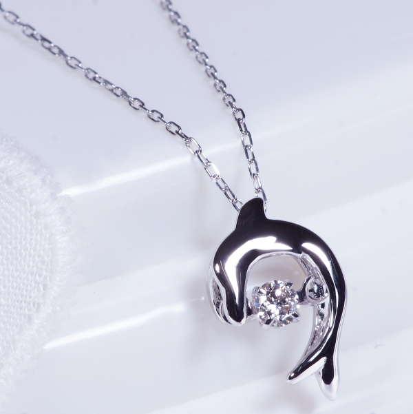 動き出したら止まらない!ダイヤ ダンシングストーン ペンダントネックレス 10金ホワイトゴールド(D10-0031D-W)4月誕生石 ギフト 特別奉仕品