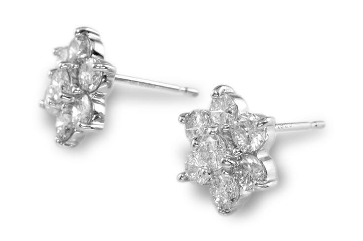 【鑑別付】Pt900 天然ダイヤモンド 1.04ct  プラチナ フラワーピアス レディース