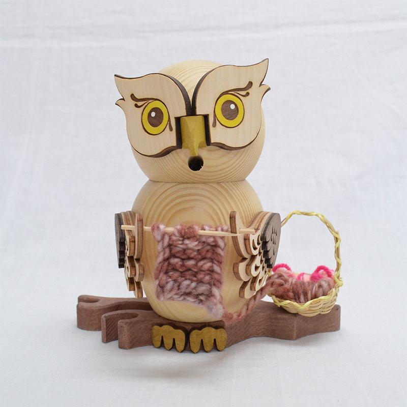 煙だし人形 クリスマス雑貨 ドイツの木工芸品 DREGENO SEIFFENER VOLKSKUNST EG 煙出し人形 16cm OWL 贈り物 146167012 KSINTERONLINE 木製ラッキー 至上 クリスマスザイフェン村 編み物フクロウ 装飾 SMOKER 本日の目玉 お香別