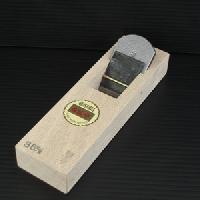 【送料無料!】山城守 豆平鉋白樫台付 36mm直江山城守兼続ゆかりの地打刃物の町 与板産の最高級品です