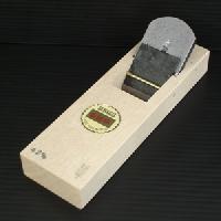 【送料無料!】山城守 豆平鉋白樫台付 42mm直江山城守兼続ゆかりの地打刃物の町 与板産の最高級品です