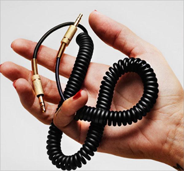 马绍尔扬声器伯恩 / 马绍尔紧凑型扬声器伯恩 [已启用蓝牙的便携式 iPhone 智能手机电缆音频设备质量大声马绍尔]