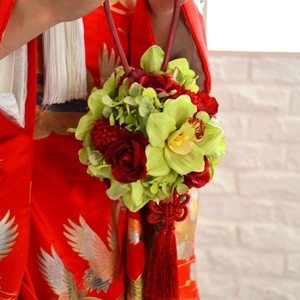 和装用ブーケ 立夏 りっか | ボールブーケ ボール ブーケ グリーン 緑 赤 和 和風 和装 和装用 着物 白無垢 色打掛 和婚 結婚式 花嫁 ウェディングブーケ ウエディングブーケ ブライダルブーケ ウェディング ウエディング ブライダル 神前式 造花 アートフラワー