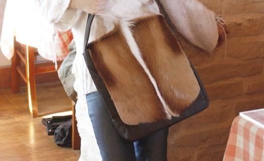 ※先行予約4月上旬予定:スプリングボックレザーバッグSH/ ショルダーバッグ レディース 斜めがけ メンズ トートバッグ 牛革/南アフリカ地域/ハラコ≪28NA≫   【送料無料】お財布もスッポリ入ります