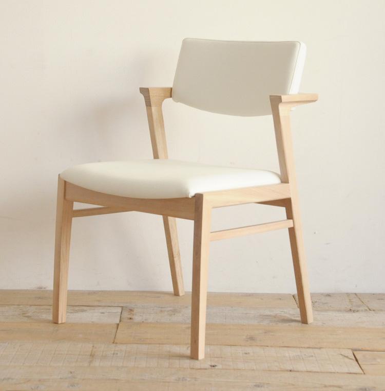 ケイシー ダイニングチェア ホワイトオーク 無垢材 椅子 木製 おしゃれ 北欧 白 PVCレザー セミアームチェア ちょい肘【送料無料】