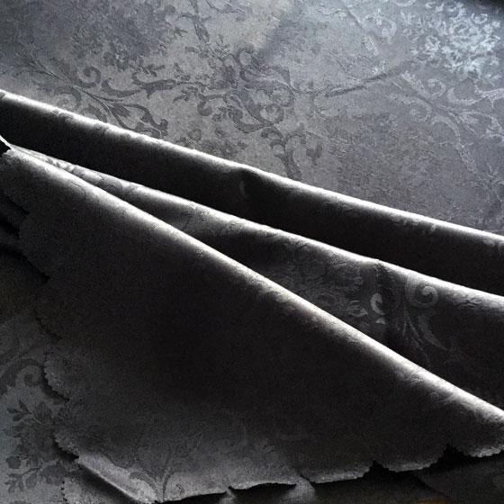 お得なクーポン配布中 テーブルクロス 撥水加工 パーティ 業務用 ジャガード織り ダマスク柄 135×180cm 4人掛け 全6色