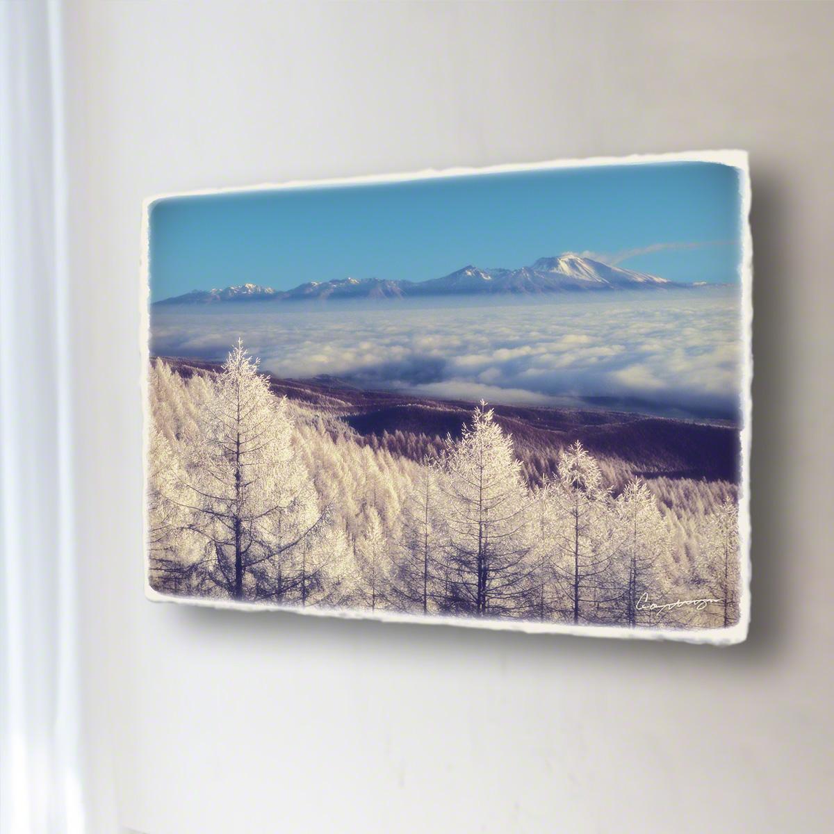 和紙 手作り アートパネル 「カラマツの樹氷と雲海の浅間山」(72x48cm) 絵画 絵 ポスター 壁掛け モダン アート 和風 オリジナル インテリア 風景画 ランキング おすすめ おしゃれ 人気 キッチン リビング ダイニング 玄関 和室