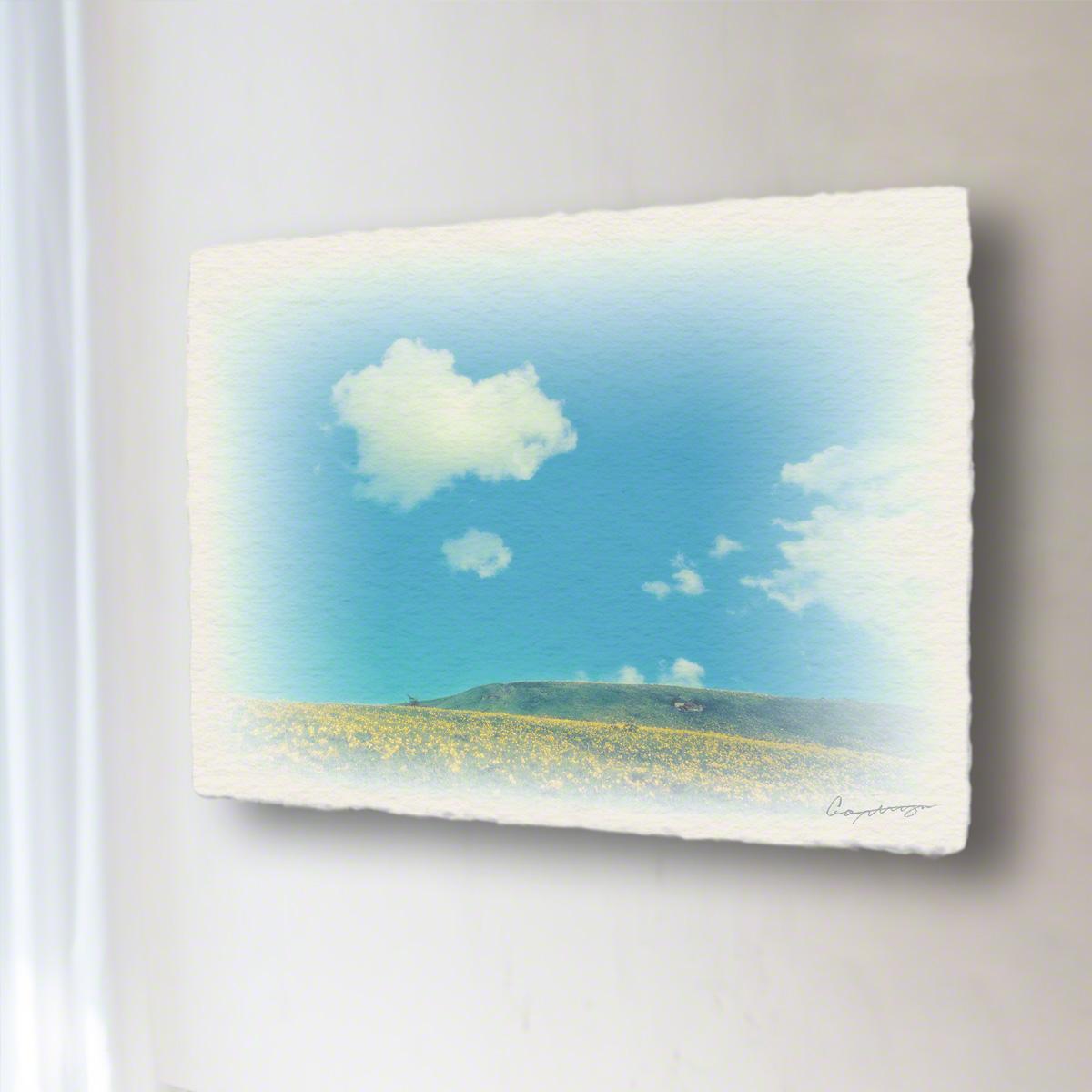 和紙 手作り アートパネル 「青い空と白い雲とニッコウキスゲの丘」(72x54cm) 絵画 絵 ポスター 壁掛け モダン アート 和風 オリジナル インテリア 風景画 ランキング おすすめ おしゃれ 人気 キッチン リビング ダイニング 玄関 和室