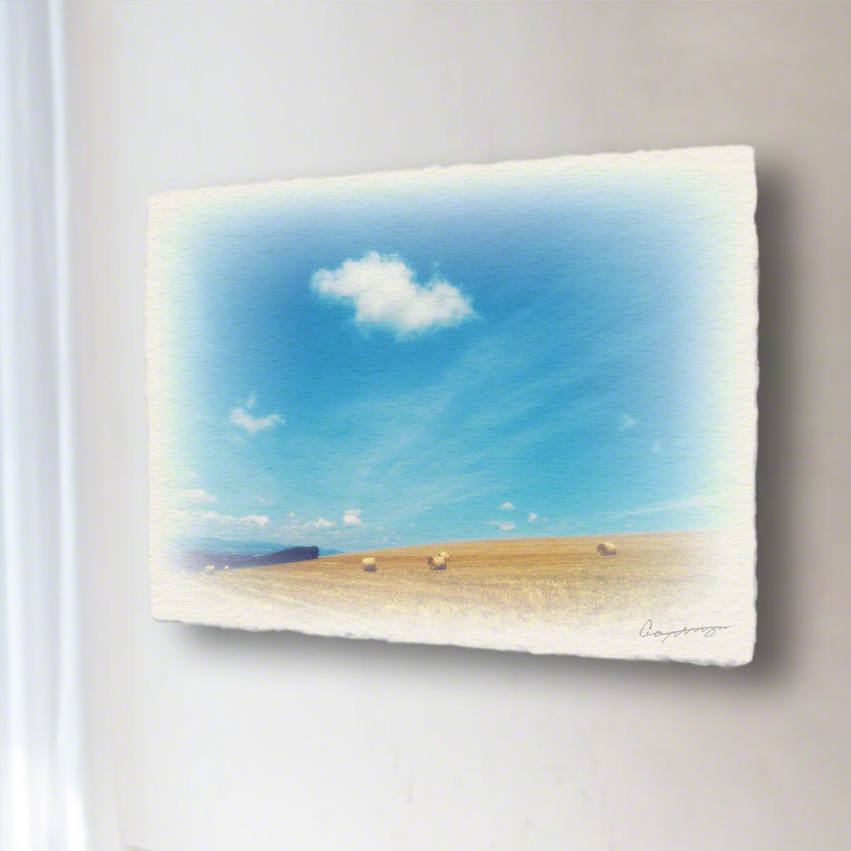 和紙 手作り アートパネル 「牧草ロールの丘と青空に浮かぶ雲」(72x54cm) 絵画 絵 ポスター 壁掛け モダン アート 和風 オリジナル インテリア 風景画 ランキング おすすめ おしゃれ 人気 キッチン リビング ダイニング 玄関 和室